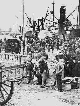 Immigrants in Buenos Aires harbor